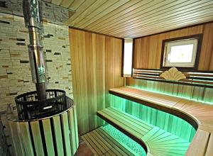 Двухэтажный дом с сауной и бассейном